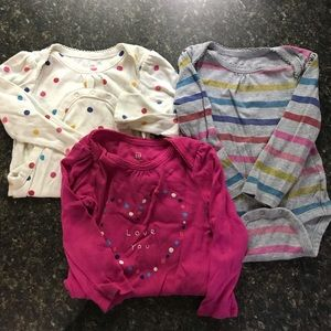 BABY GAP LONG SLEEVE COTTON BODY SUITS SIZE 18-24